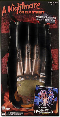 Einfach und sicher online bestellen: A Nightmare on Elm Street Replik Freddys Handschuh in Österreich kaufen.