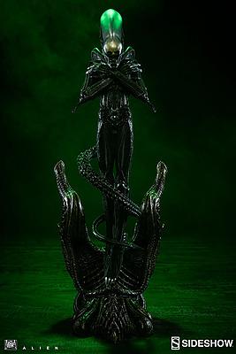 Einfach und sicher online bestellen: Internecivus Raptus Alien Statue in Österreich kaufen.