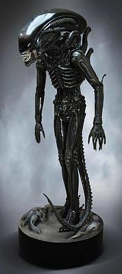 Einfach und sicher online bestellen: Alien Life-Size Statue Big Chap in Österreich kaufen.