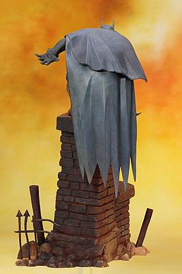Einfach und sicher online bestellen: DC Comics ARTFX+ Batman Gotham Statue 1/10 in Österreich kaufen.