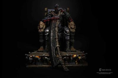 Einfach und sicher online bestellen: Dark Souls III Statue 1/12 Yhorm in Österreich kaufen.