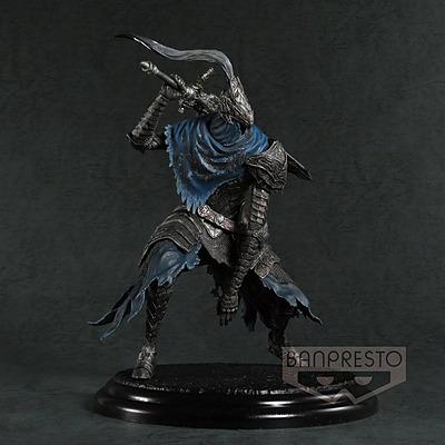Einfach und sicher online bestellen: Dark Souls Figur Artorias der Abgrundschreiter in Österreich kaufen.