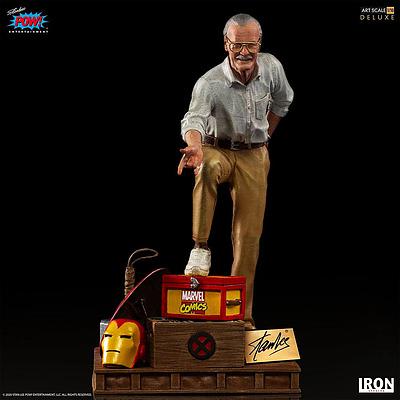 Einfach und sicher online bestellen: Marvel Deluxe Art Statue 1/10 Stan Lee in Österreich kaufen.