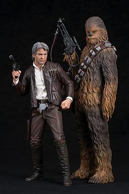 Einfach und sicher online bestellen: Star Wars Episode 7 Statuen Han Solo + Chewbacca in Österreich kaufen.