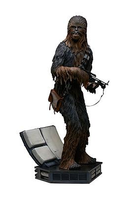 Einfach und sicher online bestellen: Star Wars Premium Format Figur Chewbacca in Österreich kaufen.