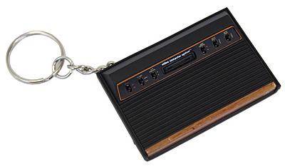 Einfach und sicher online bestellen: Atari Schlüsselanhänger 2600 Console in Österreich kaufen.