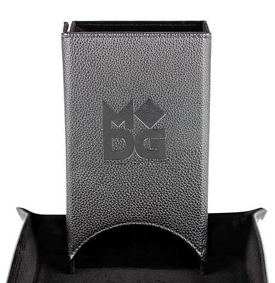 Einfach und sicher online bestellen: Velvet Folding Dice Tower Black in Österreich kaufen.