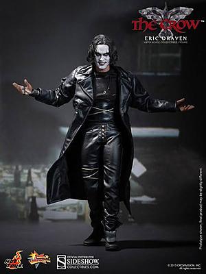 Einfach und sicher online bestellen: The Crow Movie Masterpiece Eric Draven 30cm in Österreich kaufen.
