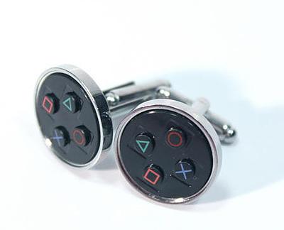 Einfach und sicher online bestellen: PlayStation Symbols Manschettenknöpfe in Österreich kaufen.