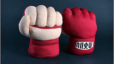 Einfach und sicher online bestellen: Street Fighter Plüsch-Fäuste Ryu in Österreich kaufen.