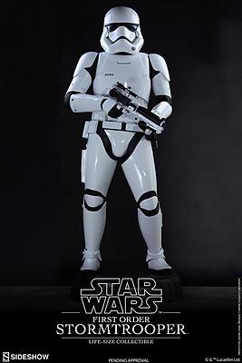 Einfach und sicher online bestellen: Star Wars Episode 7 Statue Life-Size Stormtrooper in Österreich kaufen.