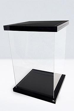 Einfach und sicher online bestellen: Ultimate Guard Supreme Display Case Black Magnetic in Österreich kaufen.