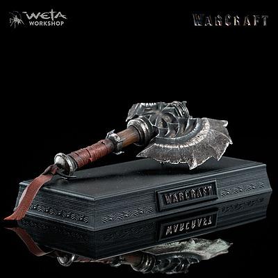 Einfach und sicher online bestellen: Warcraft Replik Durotans Axt in Österreich kaufen.
