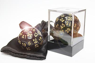 Einfach und sicher online bestellen: Dice-Up D50 in Acrylbox + Satinbag Black/Gold in Österreich kaufen.